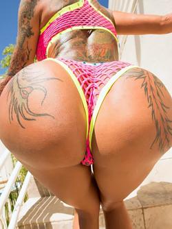 Huge Booty Pornstar Bella Bellz Swallows a Massive Cock Wildly