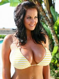 Busty Bikini Babe Sarah Nicola - Incredible Shiny Boobies Pics