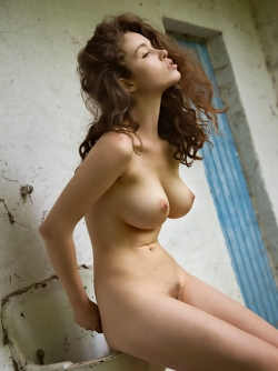 Fluffy Brunette Pussycat Vika A - Beautiful Busty Body Pictures