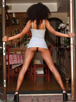 Awesome Ebony Girl Bell Richardson Shiny Long Legs Pictures