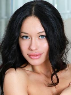 Sexy Mila M Giant Meaty Pussy Lips