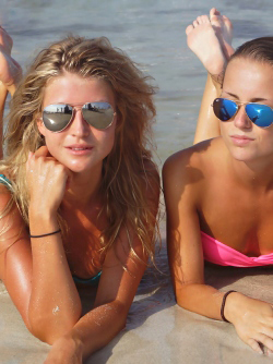 Yummy Beach Babes - Lucie D and Franziska B Topless Girls Pictures