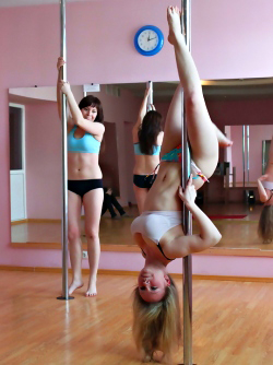 Sexy Amateur Babes Pole Dancing