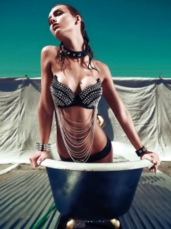 Slim and Beautful Super Model Rachel Cook Has Fun in the Tub
