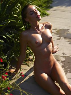Incredibly Hot Model Sonya Tropical