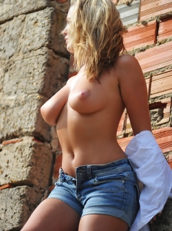 Natural Busty Girl Jodie in Sexy Mini Jeans Sunshine on the Rooftop
