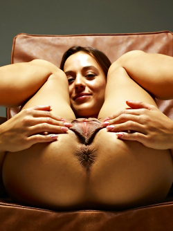 Sexy Dominika C Giant Pussy Lips