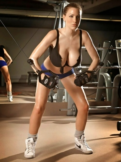 Huge Boobed Sexbomb Jordan Carver likes Getting Wet in the Gym
