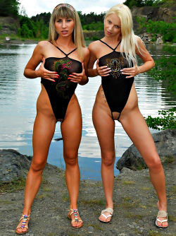 Super Sexy Chix Caroline and Karol in Tricky Swimsuits by the Lake