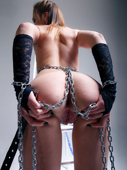 Whips and Chains get Kinky Slut Mia Luna's Juices Flowing