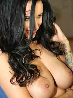 Raven Haired Beauty Sammy Braddy Shows Amazing Round Boobies