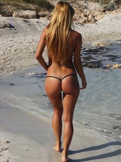 Sporty Babe with amazing Bottom Nikola in Sexy String Bikini