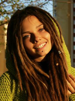 Beautiful Rasta Girl Sindi Candid