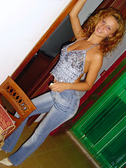 Curly Amateur Babe in Skinny Jeans