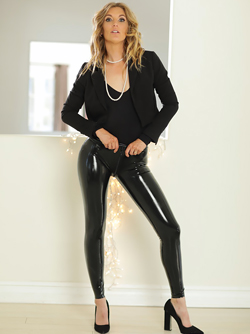 Gorgeous Blonde Mona Wales Pulls Down her Black Latex Pants