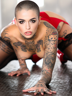 Tattooed Beauty Leigh Raven Facial