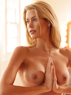 Kennedy Summers - Modern Beauty Shows her Pretty Face and Fine Body